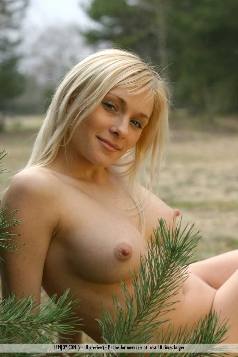 Free FEMJOY Gallery - YANINA - New Morning - FEMJOY: hosted.femjoy.com/galleries/110427_ics355_gpm286?affid=2363810