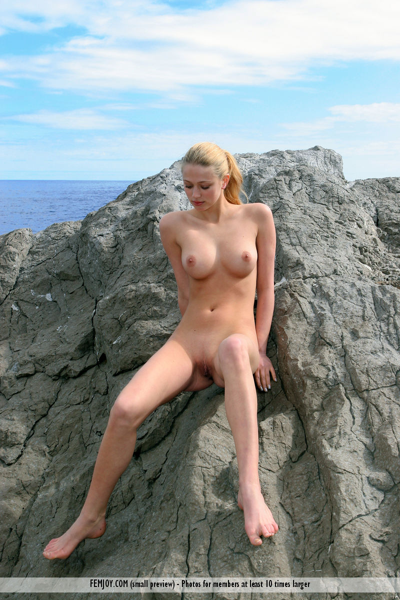 Not present. Nude in the wild