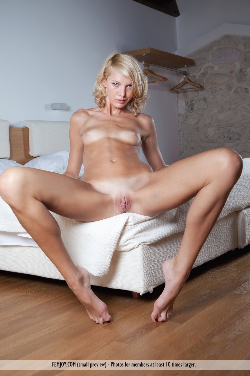 Mature bitch spreads and wees on the floor 2
