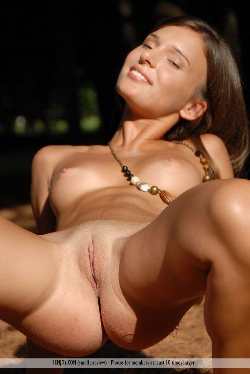 Busty brunette jelena jensen cums after buffing her wet muff 9